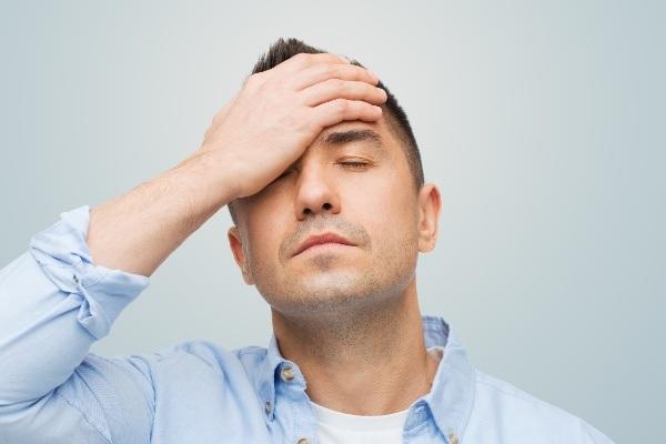 Đừng coi thường với triệu chứng đau đầu thường xuyên, kèm theo các triệu chứng như nhìn đôi, gặp khó khăn khi nói, vv… vì đó có thể là dấu hiệu cảnh báo ung thư não.