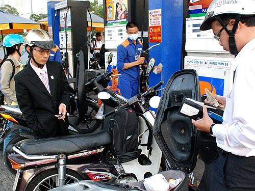 Giá xăng được dự báo tiếp tục tăng