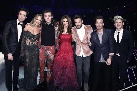 Cheryl và Liam thân thiết với nhau trong đêm chung kết X Factor