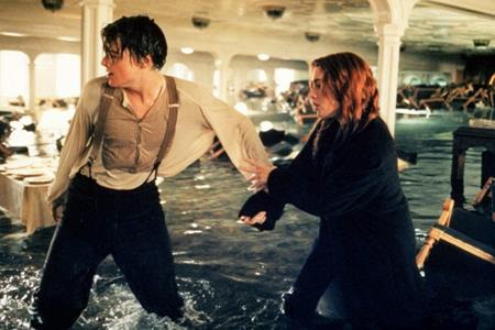 """Tính theo tỉ giá hiện tại, chi phí sản xuất bộ phim """"Titanic"""" của đạo diễn James Cameron đã lên tới con số 294.4 triệu đô la Mỹ. Tuy vậy, bộ phim cũng đã thu về 2.2 tỉ Mỹ đô la doanh thu phòng vé và là tác phẩm có doanh thu cao thứ nhì mọi thời đại, chỉ xếp sau người anh em """"Avatar""""."""