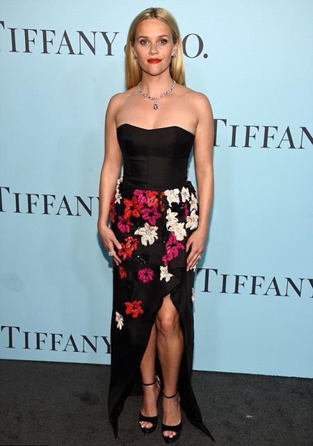Reese Witherspoon gây ấn tượng với bộ trang sức đắt tiền