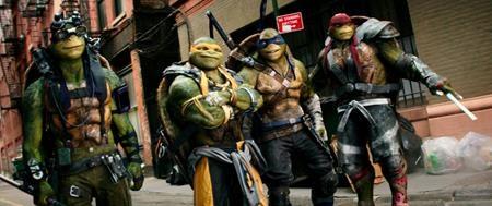 """Bom tấn """"Teenage Mutant Ninja Turtles: Out of the Shadows"""" cũng sẽ được giới thiệu đến khán giả trong mùa hè năm 2016. Những cảnh chiến đấu gay cấn, hiệu ứng hình ảnh đặc sắc và một bầu không khí hành động """"cộp mác"""" Michael Bay là điều mà các tín đồ điện ảnh có thể yên tâm chờ đợi chiêm ngưỡng khi ra rạp xem phim."""