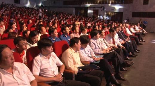 """Vòng thi chọn quán quân, tổng kết và trao giải cuộc thi """"Chinh Phục Vũ Môn"""" toàn quốc lần thứ II diễn ra trong không khí cực kì sôi động với sự góp mặt của đông đảo các vị đại biểu và gần 1000 em học sinh."""