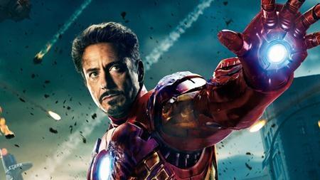 """""""Iron Man"""" chính là bộ phim đã mở ra Vũ trụ điện ảnh Marvel đồng thời đánh dấu một kỷ nguyên mới cho dòng phim siêu anh hùng. Đây cũng là tác phẩm đã đưa tên tuổi Robert Downey Jr. trở lại với đỉnh cao Hollywood. Với kinh phí đầu tư 140 triệu đô la, """"Iron Man"""" đã mang về cho Marvel hơn 585 triệu đô la doanh thu phòng vé. Thành công ngoài mong đợi của """"Iron Man"""" là cú hích lớn cho sự ra đời của một loạt các phim siêu anh hùng trực thuộc siêu dự án """"The Avengers"""" sau này như """"Captain America"""" hay """"Ant-Man"""" ."""