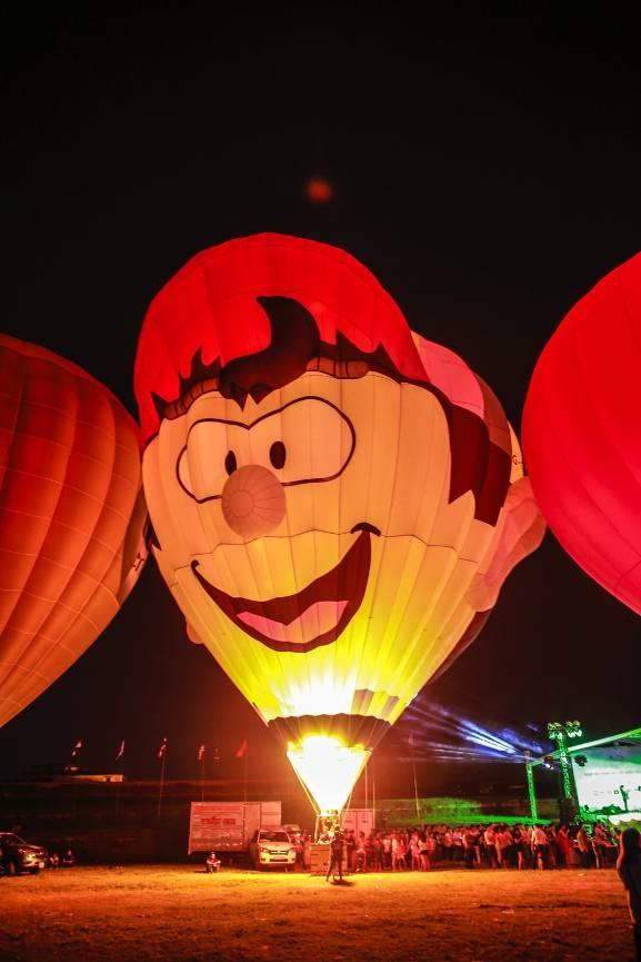 Chiếc khinh khí cầu với hình dáng ngộ nghĩnh của phi công đến từ nước Anh vô cùng nổi bật trong dàn khinh khí cầu quốc tế năm nay.
