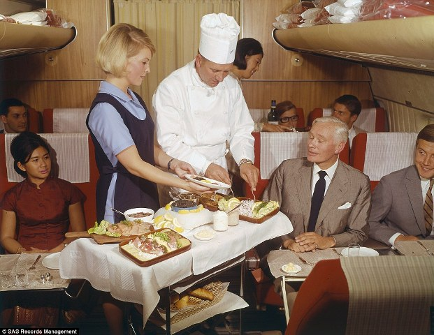 Tiết lộ thực đơn cao cấp trên máy bay những năm 1950 - 8