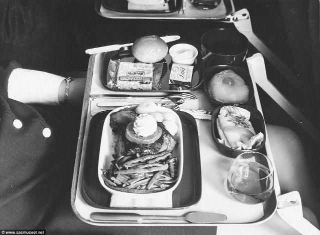 Tiết lộ thực đơn cao cấp trên máy bay những năm 1950 - 17