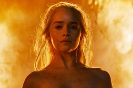 Emilia Clarke khẳng định đã thực sự khỏa thân trước ống kính