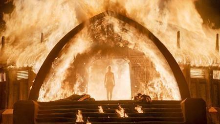 Cảnh nude của Emilia Clarke đang được bàn tán xôn xao