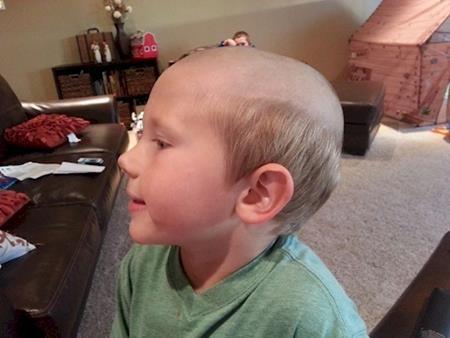 """Được cắt tóc theo phong cách """"có một không hai"""""""