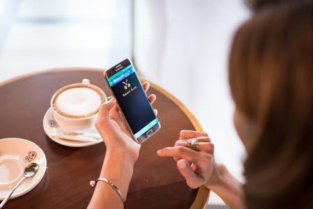 Tuy vừa được xem phim hay, lại vừa thưởng thức café, thế nhưng chi phí cho cuộc hẹn này chỉ vỏn vẹn là… 0 đồng. Trần Hiền cho biết đây là một phần thuộc những đặc quyền Galaxy Elite mà Samsung Việt Nam dành riêng cho cô và những chủ nhân khác của bộ đôi smartphone Galaxy S7 / S7 edge.