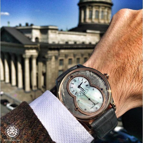 Đồng hồ Jaquet Droz trên tay một tín đồ du lịch tại Nga. Phiên bản thuộc bộ sưu tập Grande Seconde này có giá hơn 500 triệu đồng.