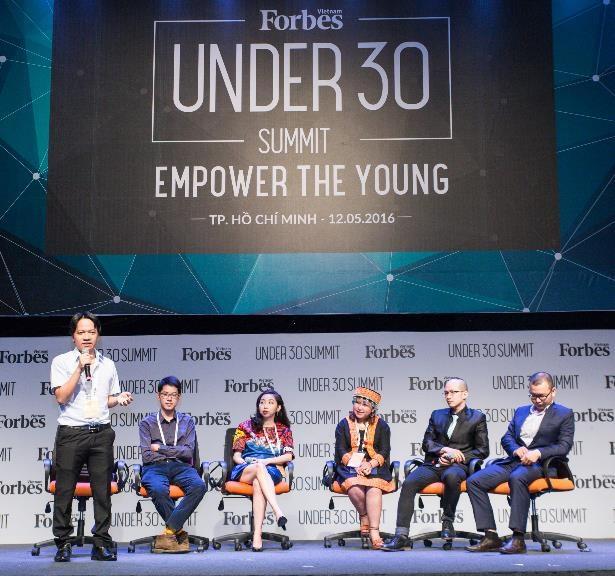 Câu chuyện không lùi bước của các nhân vật tại diễn đàn Thế hệ trẻ 2016 đã truyền cảm hứng mạnh mẽ cho hơn 1.500 người tham dự.