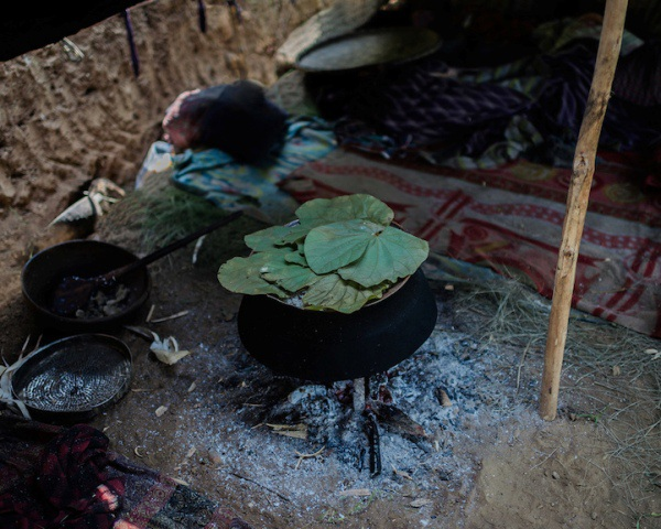 """Những bức ảnh về bộ lạc """"người rừng"""" cuối cùng trên thế giới - 7"""