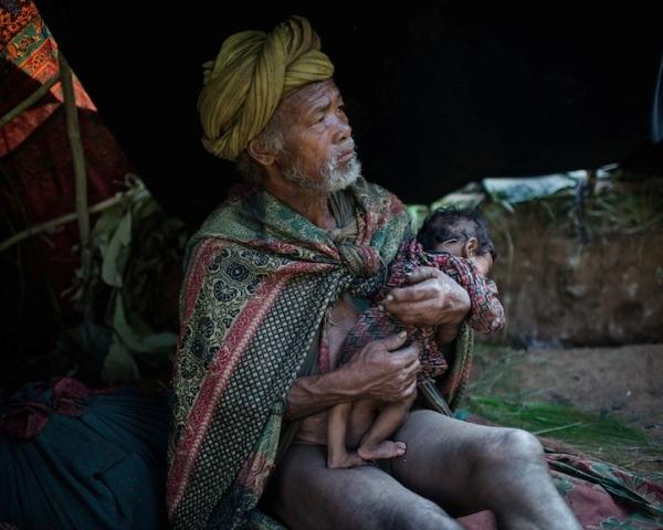 """Những bức ảnh về bộ lạc """"người rừng"""" cuối cùng trên thế giới - 12"""