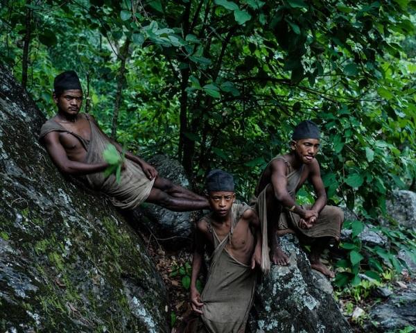 """Những bức ảnh về bộ lạc """"người rừng"""" cuối cùng trên thế giới - 13"""