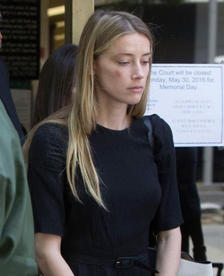 Amber Heard xuất hiện tiều tụy tại tòa án California