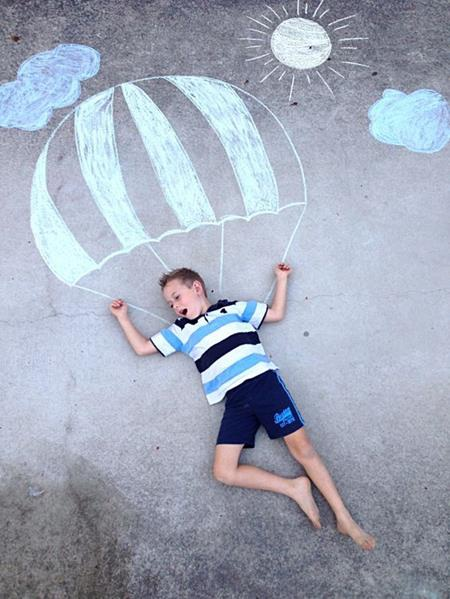 Ai bảo bé không giỏi nhảy dù nào!