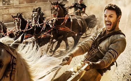 """Dựa trên cuốn sách cùng tên của Lew Wallace, bộ phim sử thi """"Ben-Hur"""" do William Wyler đạo diễn hồi năm 1959 đã giành được tới 11 giải Oscar danh giá và trở thành tượng đài khó có thể vượt qua trong lịch sử điện ảnh. Chính vì vậy, phiên bản làm lại Ben-Hur: A tale of the Christ được công chiếu vào ngày 12/8 tới đây đang phải chịu những áp lực rất lớn, song hành cùng với đó là rất nhiều kỳ vọng."""