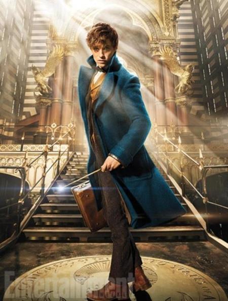 """Dựa trên cuốn tiểu thuyết cùng tên của nhà nhà văn J.K Rowling, Fantastic beasts and where to find them được coi là phần """"tiền truyện"""" của """"Harry Potter"""" và được đạo diễn bởi David Yates, người từng """"cầm trịch"""" bốn phần phim """"Harry Potter"""". Với kịch bản hấp dẫn cùng dàn diễn viên nổi tiếng, Fantastic beasts and where to find them hứa hẹn sẽ gây """"sốt"""" phòng vé dịp cuối năm 2016."""