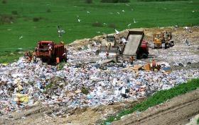 Sức khỏe bị đe dọa nếu sống gần các bãi chôn lấp chất thải - 1