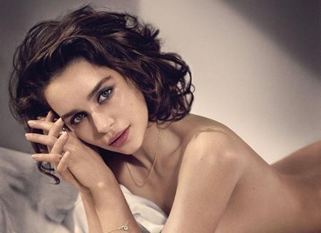 Emilia không muốn bị đóng khung vào các vai diễn khoe da khoe thịt