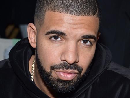 … và Drake là hai cái tên tiếp theo góp mặt trong top 10 ngôi sao ca nhạc kiếm tiền giỏi nhất mùa hè này