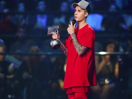 """""""Hoàng tử nhạc pop"""" Justin Bieber đã khởi động chuyến lưu diễn """"Purpose world tour"""" một cách đầy ấn tượng hồi tháng 3 năm nay, đây cũng là chuyến lưu diễn đầu tiên trong 3 năm qua của chàng ca sĩ trẻ, chính vì vậy, không quá khó hiểu khi các Bielieber (biệt danh của những người hâm mộ Justin Bieber) đặc biệt tích cực mua vé ủng hộ thần tượng"""