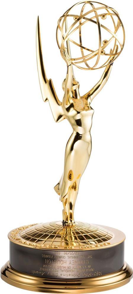 """Whitney Houson đã giành giải Emmy cho ca khúc """"Saving all my love for you"""""""