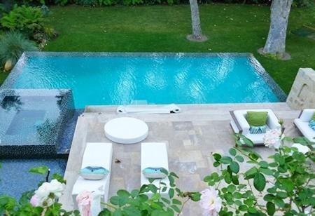 Bể bơi hiện đại…