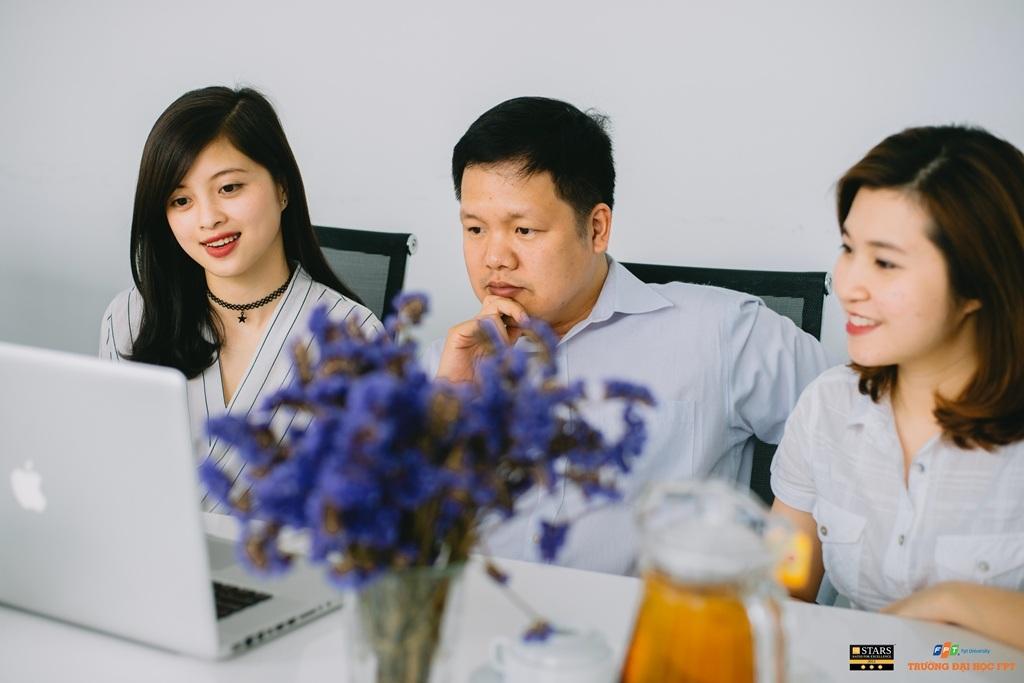 TS Đàm Quang Minh trả lời các câu hỏi của độc giả trong buổi giao lưu.