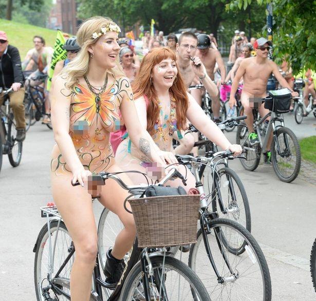 Lễ hội khỏa thân đi xe đạp ở Anh độc đáo cỡ nào? - 1