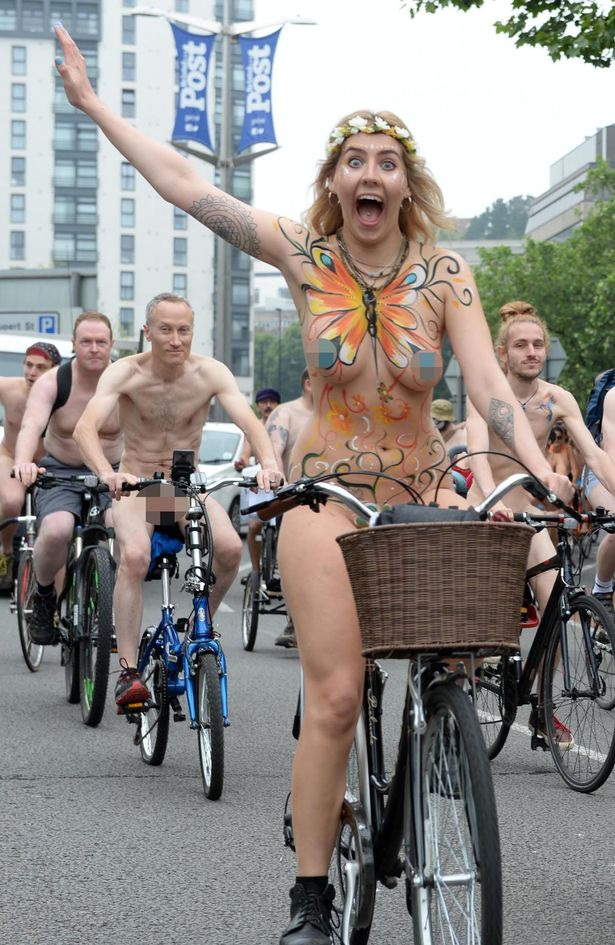 Lễ hội khỏa thân đi xe đạp ở Anh độc đáo cỡ nào? - 5