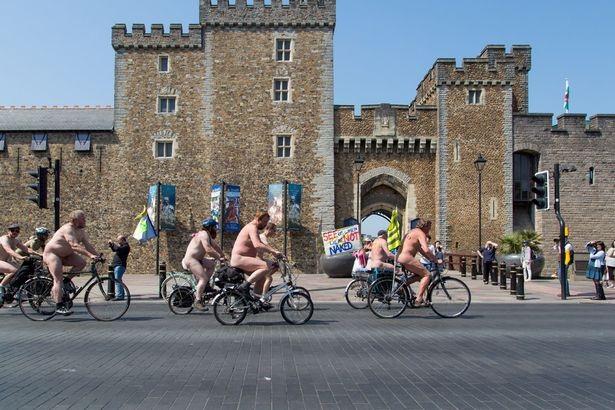 Lễ hội khỏa thân đi xe đạp ở Anh độc đáo cỡ nào? - 7
