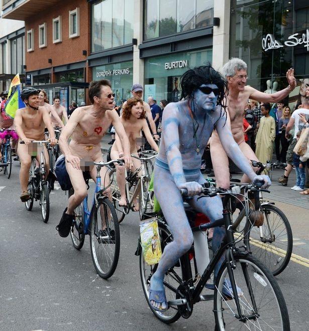 Lễ hội khỏa thân đi xe đạp ở Anh độc đáo cỡ nào? - 11