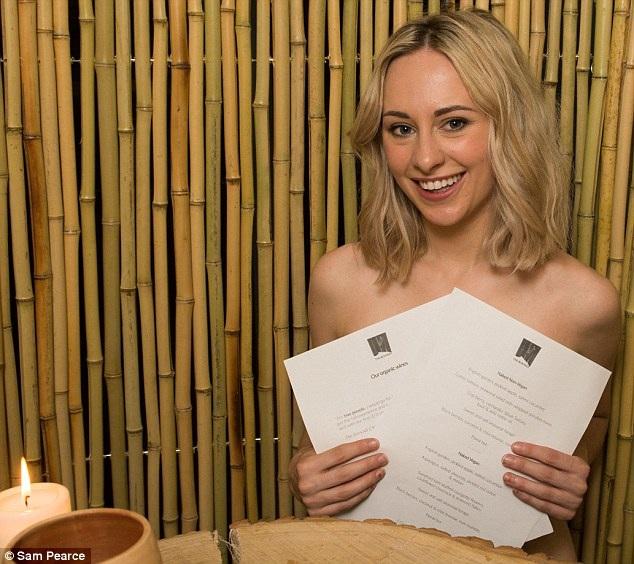 Emily cho rằng, đi ăn ở nhà hàng này với một người bạn gái có lẽ sẽ rất thoải mái