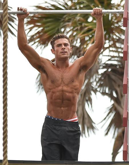 Zac Efron ngày càng quyến rũ và nam tính hơn với thân hình săn chắc, cuồn cuộn cơ bắp