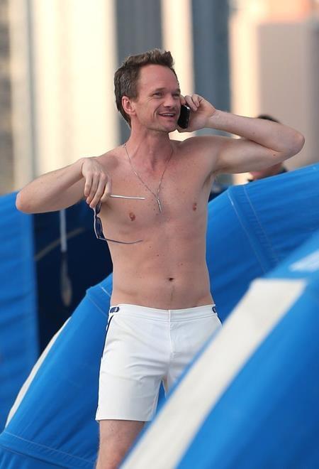 Ngôi sao đồng tính Neil Patrick Harris cũng sở hữu một thân hình quyến rũ