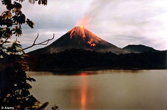 Chuyện gì sẽ xảy nếu 1.500 núi lửa cùng lúc phun trào? - 1