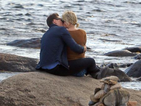 Tom Hiddleston đang yêu say đắm Taylor Swift