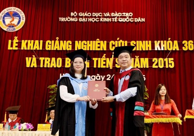 Lễ trao bằng tiến sĩ của trường ĐH Kinh tế quốc dân