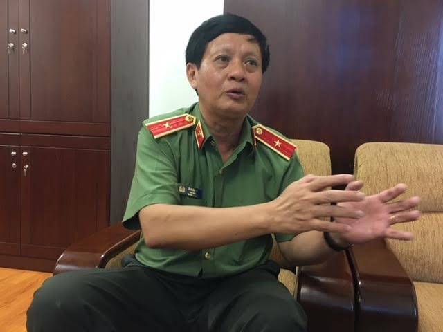 Thiếu tướng Lê Xuân Viên, Cục trưởng Cục Quản lý Xuất nhập cảnh (Tổng cục An ninh, Bộ CA), trả lời phóng viên báo điện tử Dân trí.