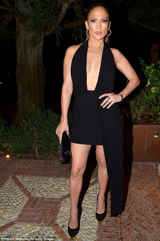 Jennifer Lopez sành điệu dự 1 sự kiện tại Hampton, New York ngày 21/8 vừa qua