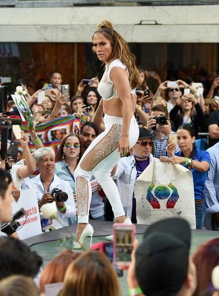 Jennifer Lopez trình diễn trong show Today tại New York hồi tháng trước