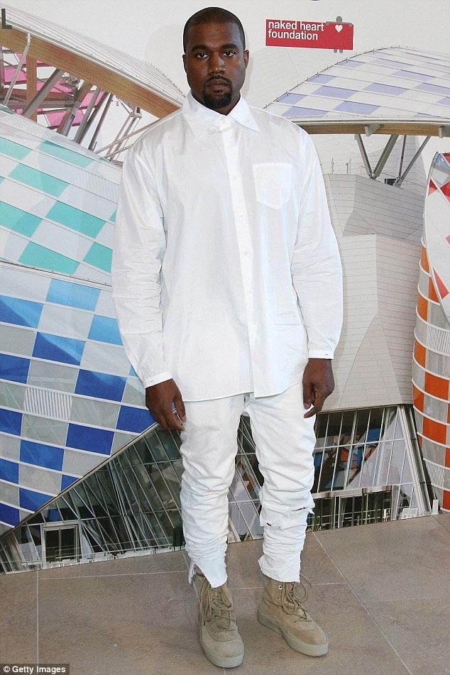 Kanye đã 2 lần từ chối show của tôi dù trước đó anh ấy tỏ ra rất muốn tham gia. Để xin lỗi tôi, Kanye đã gửi rất nhiều hoa hồng, anh ấy còn có thể làm gì khác, James tiết lộ