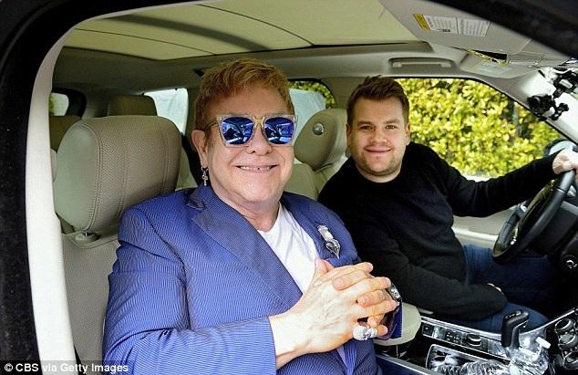 Elton John cũng là 1 nghệ sỹ lớn từng tham gia chương trình hát karaoke cùng James Corden.