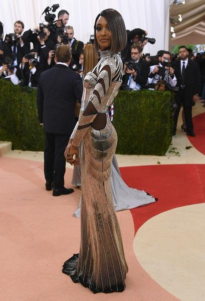 Người đẹp cao 1,8m khoe dáng thanh mảnh tới bất ngờ