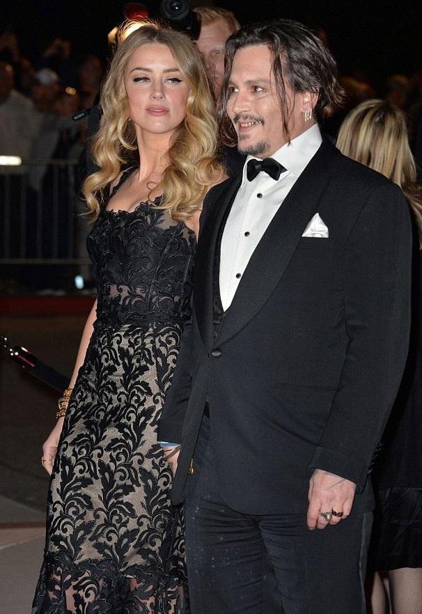 Johnny Depp và vợ - nữ diễn viên Amber Heard tới tham dự Liên hoan phim quốc tế Palm Springs vào ngày 2/1 vừa rồi.