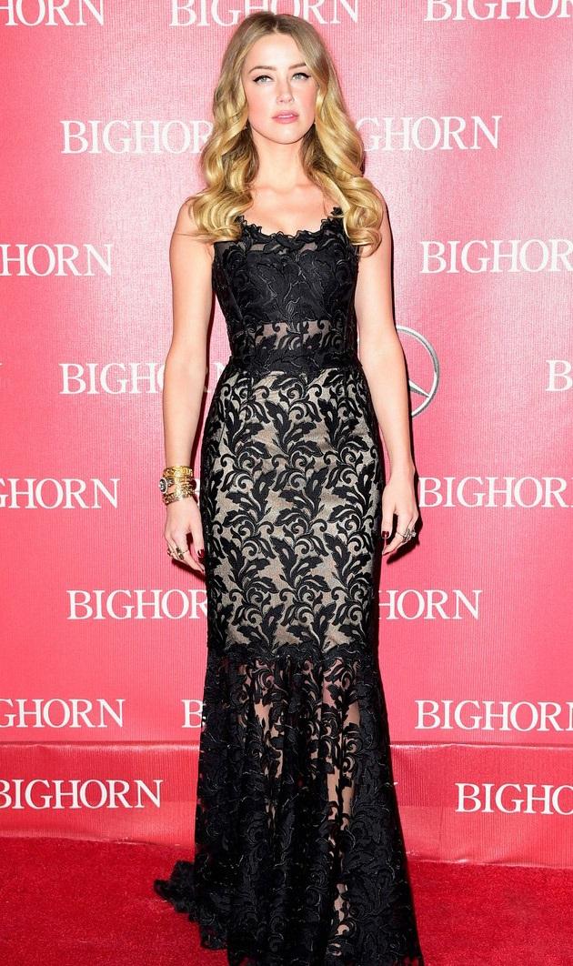 Amber Heard kiêu sa với váy ren xuyên thấu và lối trang điểm tự nhiên.