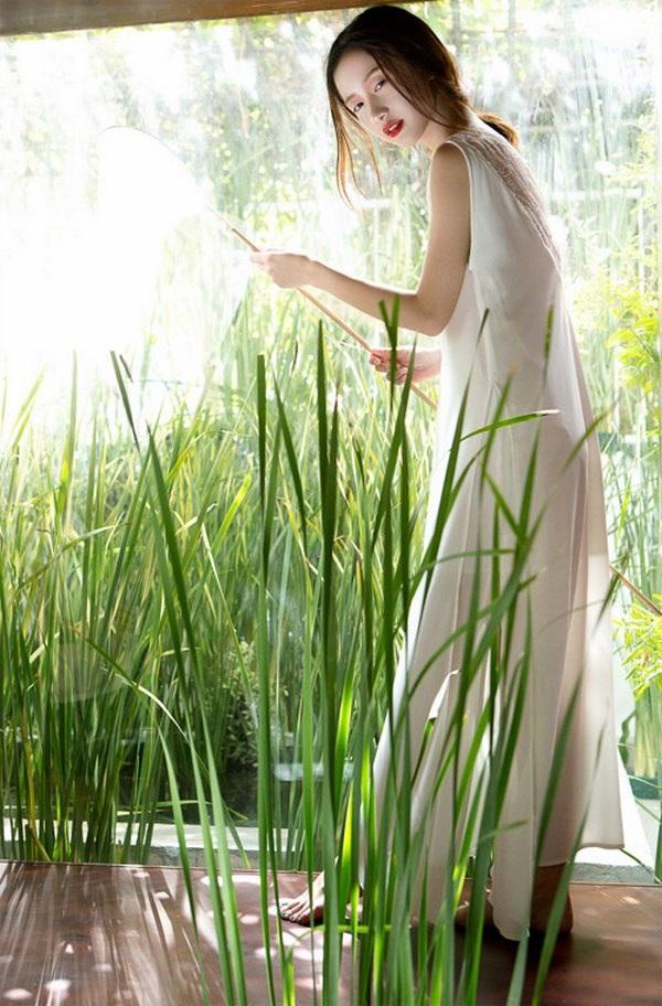 Jun Vũ diện ren trắng trong suốt giữa đồng lúa non mùa hạ - 10